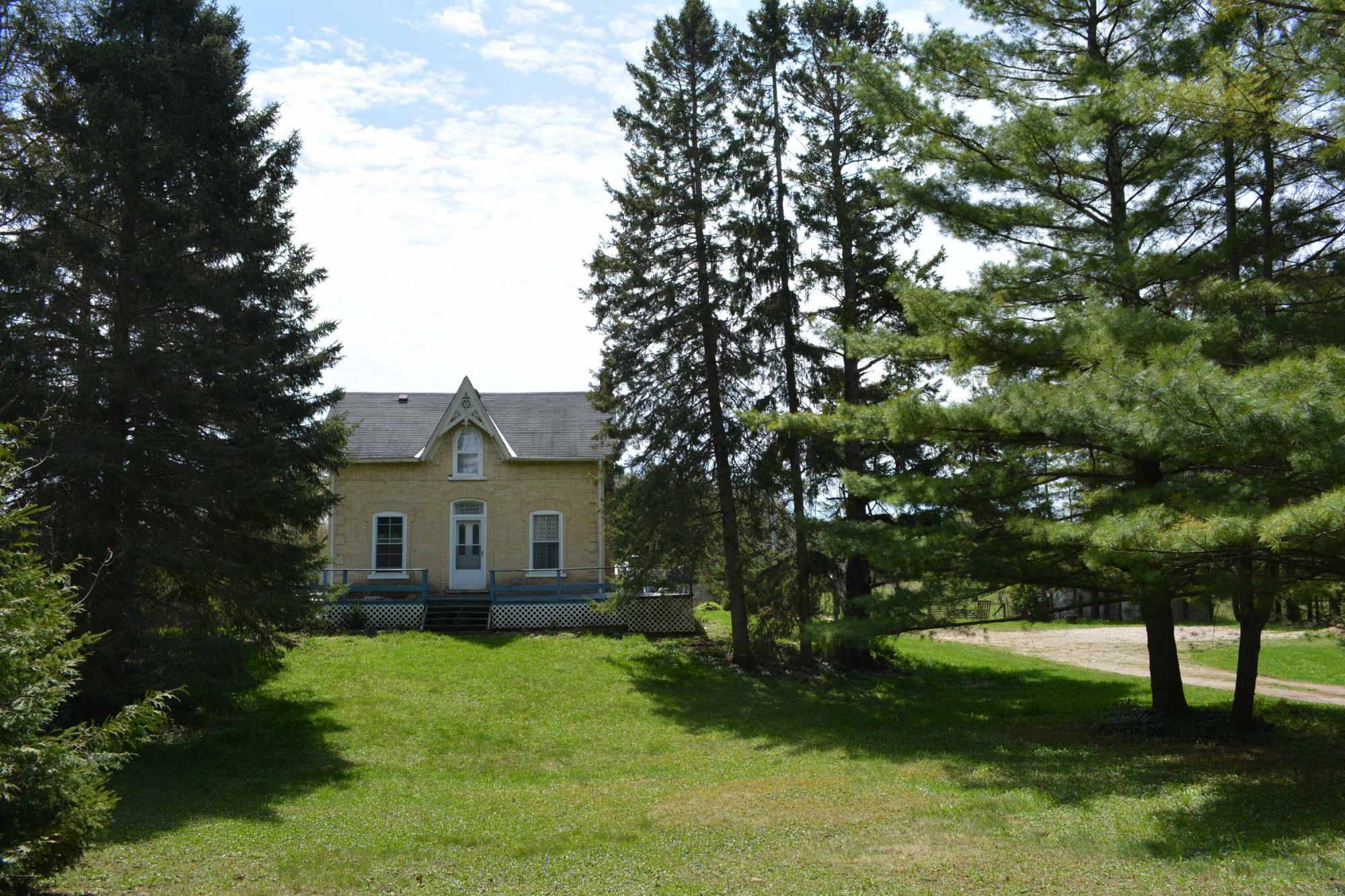 1904 Farmhouse on 13 acres