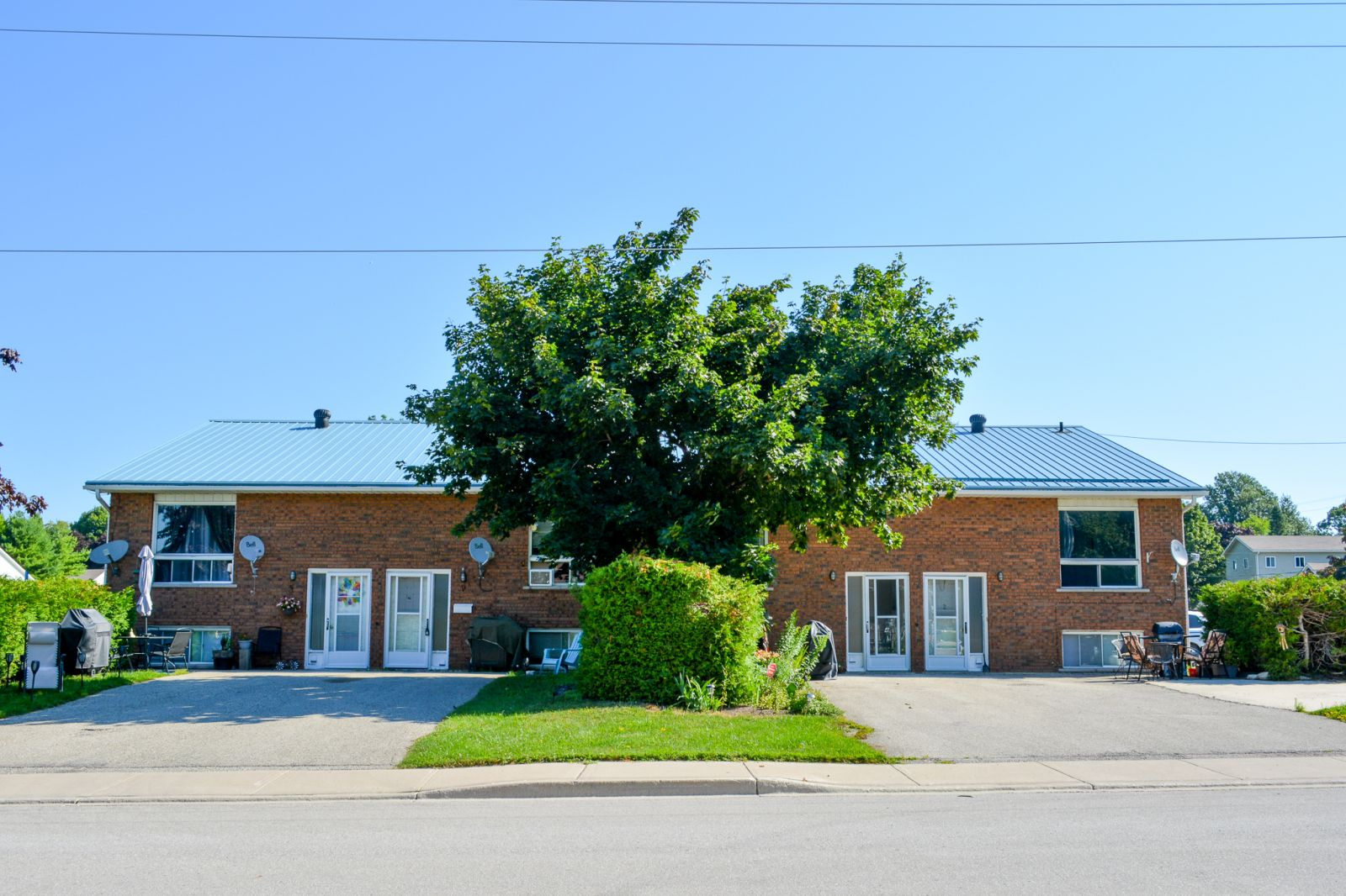 Well Maintained 8 Unit Multi-Plex in Markdale
